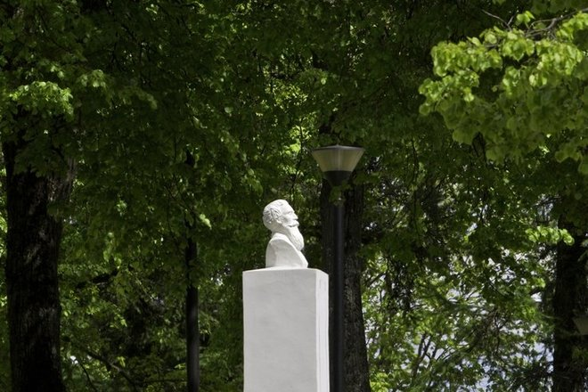 Памятник Й. Басанавичюсу