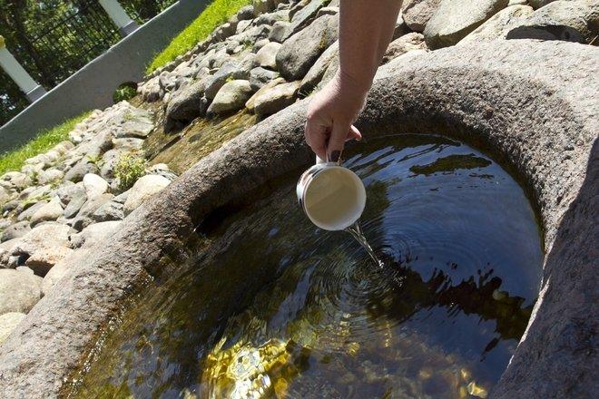 La source d`eau de St. Krokulė